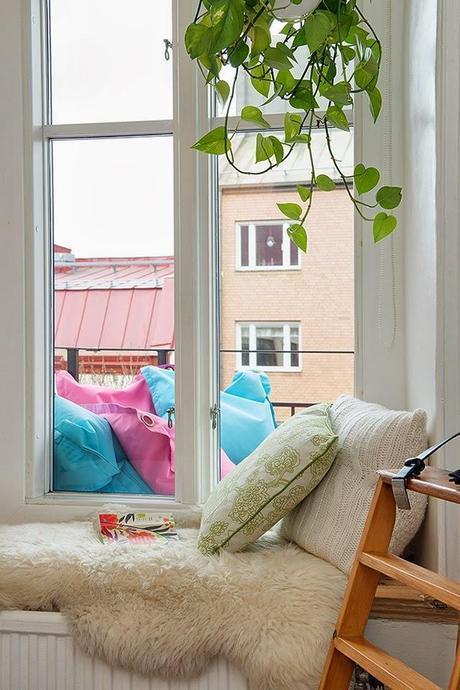 Estilo primaveral low cost en un piso de estilo n rdico for Arredamento nordico low cost