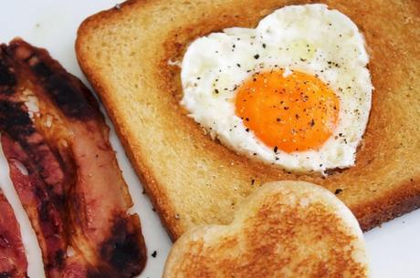 Tostada francesa con huevos y bac n para san valent n for Tapas francesas