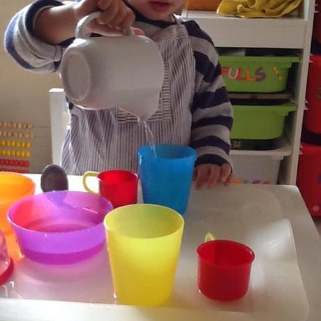 thesis de psicomotricidad Bebé de 20 meses realizando el circuito de psicomotricidad gruesa en la clase de inglés y baby gym de great for kids.
