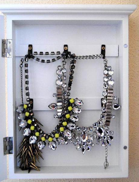 DIY: Jewelry organizer