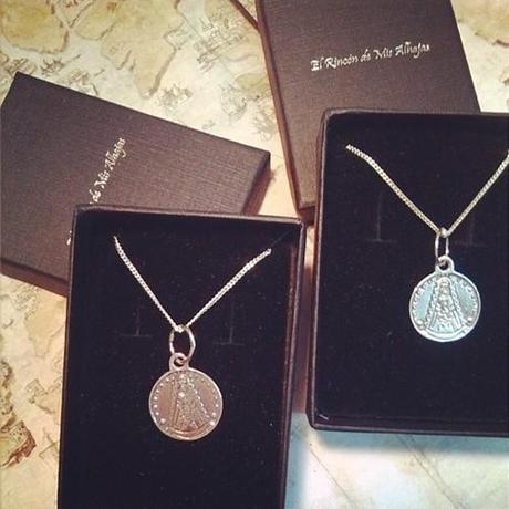 Medalla Virgen del Rocío en Plata - Joyería Online El Rincón de Mis Alhajas