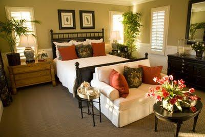 http://1.bp.blogspot.com/-b-9jWofU-vk/TnC-3QN-V1I/AAAAAAAAAKE/oDrmGo9zJS0/s1600/Romantic+Master+Bedroom+Decor+Ideas.jpg