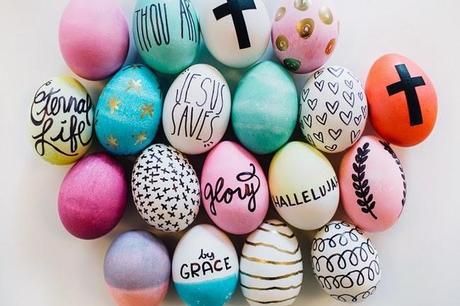 Huevos de pascua decorados con rotulador y pintura