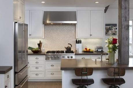 http://pichomez.com/wp-content/uploads/2011/07/contemporary-kitchen-of-California-Bungalow-with-modern-interior-design.jpg
