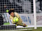 Guillermo Ochoa podría Milán Marsella