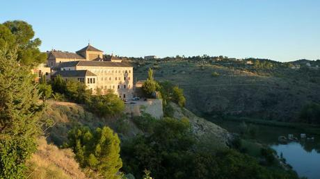 Las Cortes de Castilla La Mancha, rio Tajo y al fondo El Valle