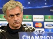 """Mourinho: """"¿Courtois? decide UEFA acepta comenta"""""""