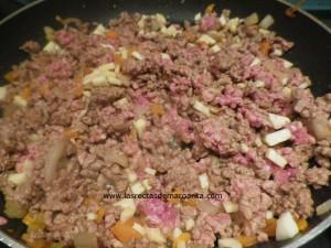 Nido de puré de patata con salsa boloñesa-Receta para niños