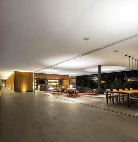 Casa minimalista en brasil paperblog for Casa minimalista vidriada