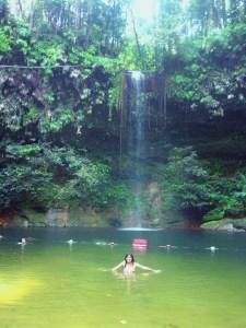 Un miércoles cualquiera, bañándome en un lago de un parque natural de la Isla de Borneo