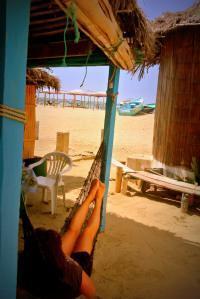 Disfrutando de una hamaca en Canoa, Ecuador, con vistas al Pacífico, un mes de enero a 30 grados, tras tomarme un café en la playa (el café era malísimo, pero eso no me quito la plenitud de felicidad)