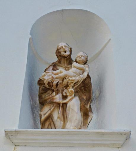 Puertas De Baño San Jose:La estatua de San José en la puerta del Colegio de las Mercedarías