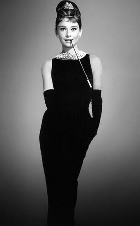 vestido negro audrey hepburn
