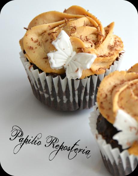 Cupcakes de brownie y frosting de caramelo