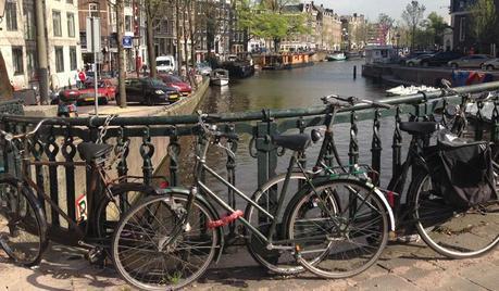 Jordaan es una zona tranquila, con casas del siglo XVII y los canales típicos de Amsterdam