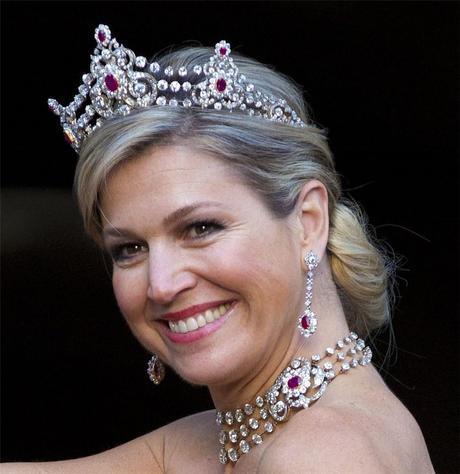 Máxima de Holanda en gala con cuerpo diplomático