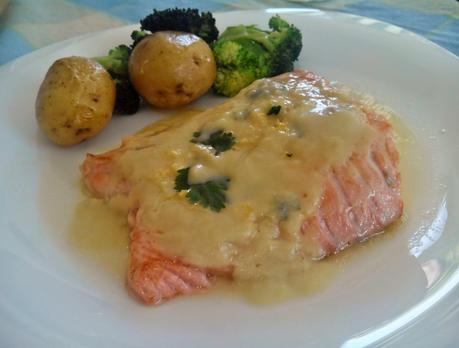 Filete de salmón en salsa de puerro, calabaza y cilantro