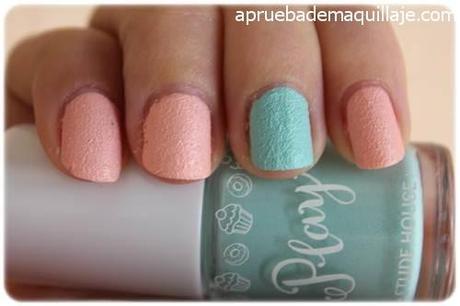 Swatch 1 de los esmaltes de uñas play texture sugar powder nails de Etude House tonos 192  y 194