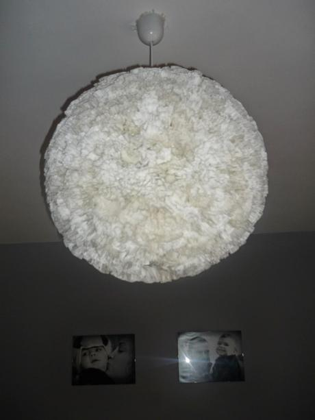 Lampara con papel de magdalena paperblog - Lampara bola ikea ...