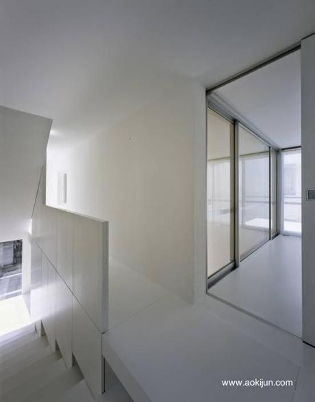 Japonesa urbana minimalista en blanco y negro paperblog for Casa minimalista japonesa