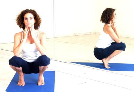 utkatasana o postura del equilibrio sobre los talones