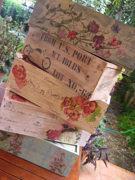 Caja juvenil con stencils paperblog - Caja fruta decoracion ...