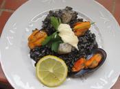Paella arroz negro pota mejillones