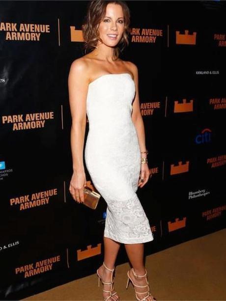 Kate Beckinsale, de Monique Lhuillier.