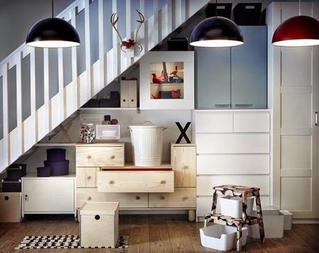 El hueco de la escalera bien aprovechado con muebles de for Hueco de escalera decorar