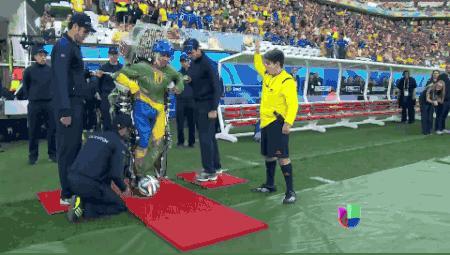 Este fue el saque inicial del Mundial Brasil 2014 que casi nadie vio