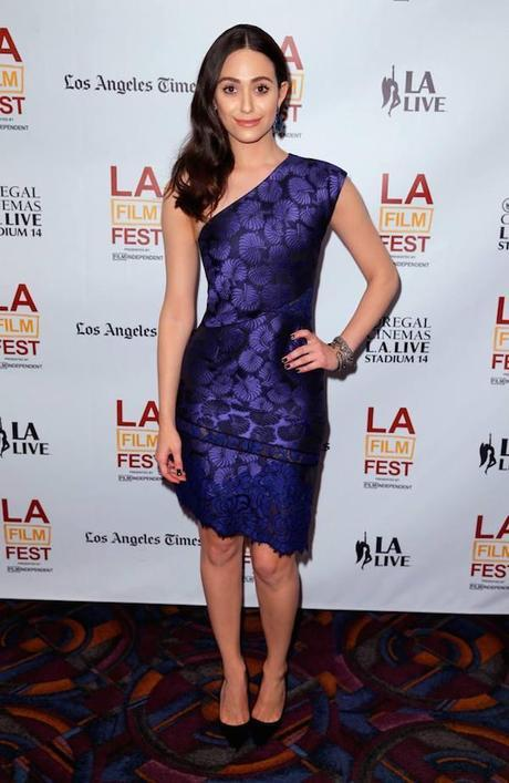 Emmy Rossum en el estreno de 'Comet' en Los Ángeles, con un vestido de la colección de otoño 2014 de J. Mendel.