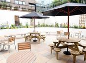 hostels terraza para tomar fresco este verano