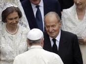 reina atea blanco ante Papa Francisco