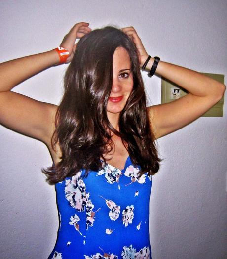 5afccff1f Mono azul florido de Zara - Paperblog