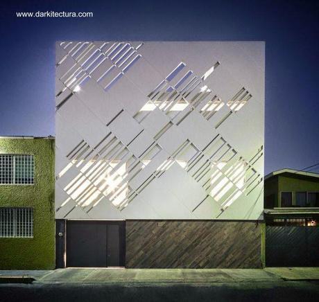 Fachada de panel de aluminio en casa de Ciudad de México 2013