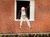 abuelo saltó ventana largó: humor negro, surrealismo risas garantizadas