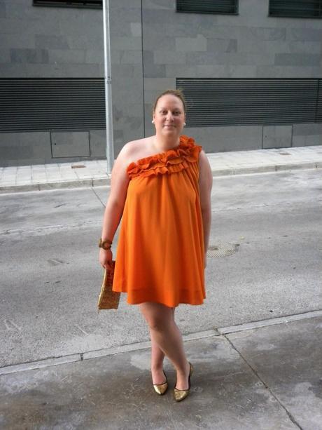 http://loslooksdemiarmario.blogspot.com.es/2014/06/outfit-vestido-comodin.html