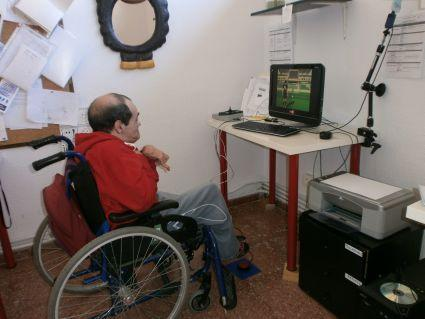 El estudiante de la Universidad de Alicante Roberto Gómez crea un videojuego de fútbol adaptado a personas con parálisis cerebral