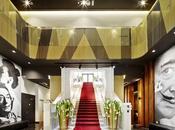 Hotel Vincci Gala TBI. Organicismo efectos ópticos homenaje Dalí.