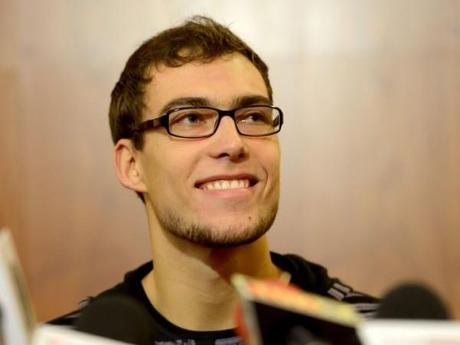 janowicz con gafas polaco