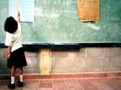 Elige libremente cómo educar hijo: escuelas alternativas educación casa.
