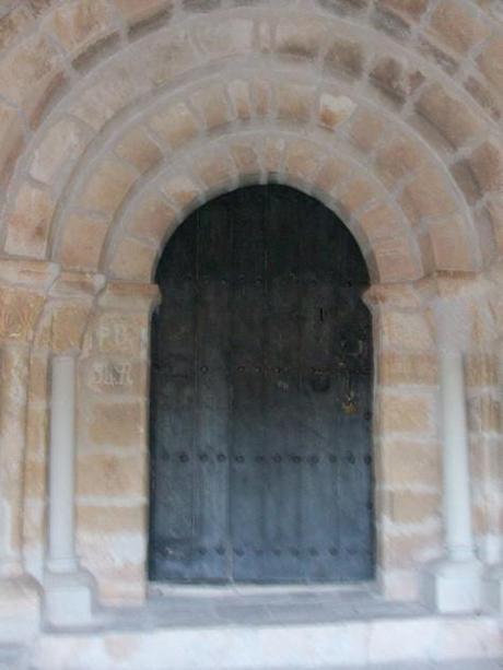 Portada en el interior del Portico