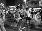 "Avon Presenta Muestra fotográfica WORLD KISSES ""Locas Besos"""