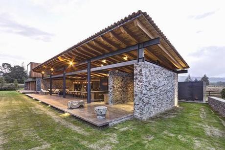 Casa rustica y moderna en piedra rustic and modern stone for Casa moderna y rustica