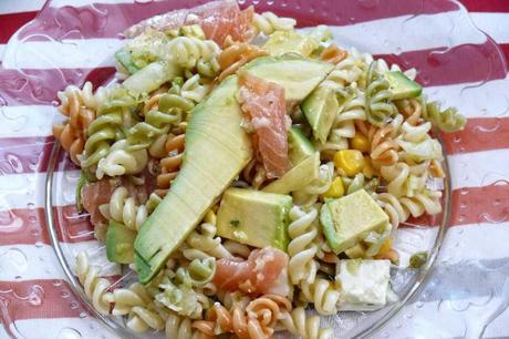 Ensalada de pasta con salm n aguacate y vinagreta de lima paperblog - Ensalada con salmon y aguacate ...