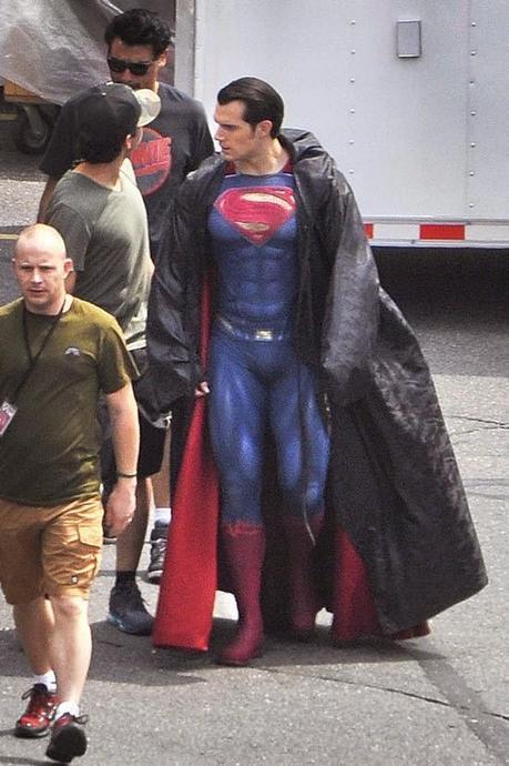 'BATMAN V SUPERMAN: DAWN OF JUSTICE': NUEVO VISTAZO A HENRY CAVILL CON LIGEROS CAMBIOS EN SU TRAJE