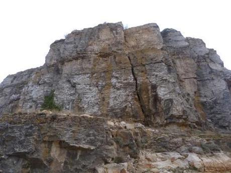 Muela petrea donde se asienta el Castillo