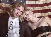 Miley Cyrus, vestida cuero, lleva guapo homless