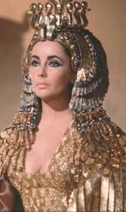 Elizabeth Taylor como Cleopatra.