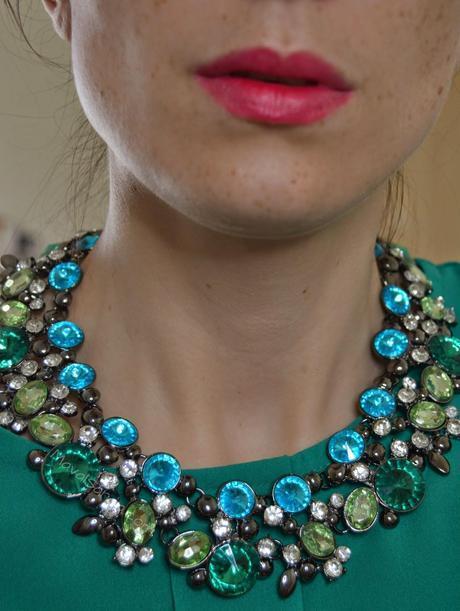 Collar Zarachin de Aliexpress, clon de Zara verde y azul